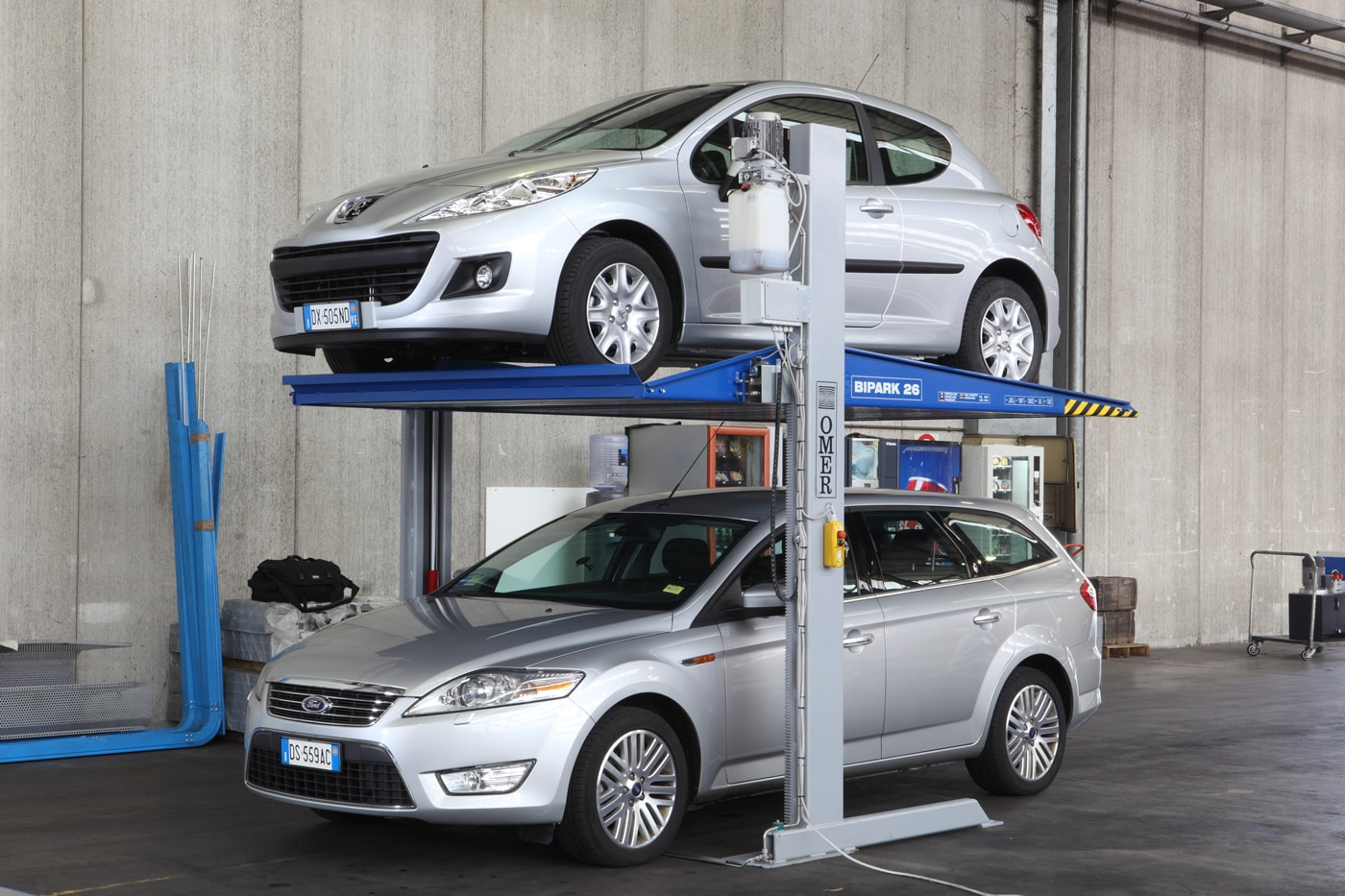 Bipark double stacker car lift by LevantaPark